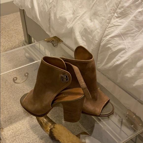 Lucky brand leather taupe peep toes size 7